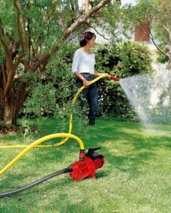 Gartenpumpe in Betrieb beim Gartenpumpe Test