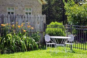 Bistro Set im Garten